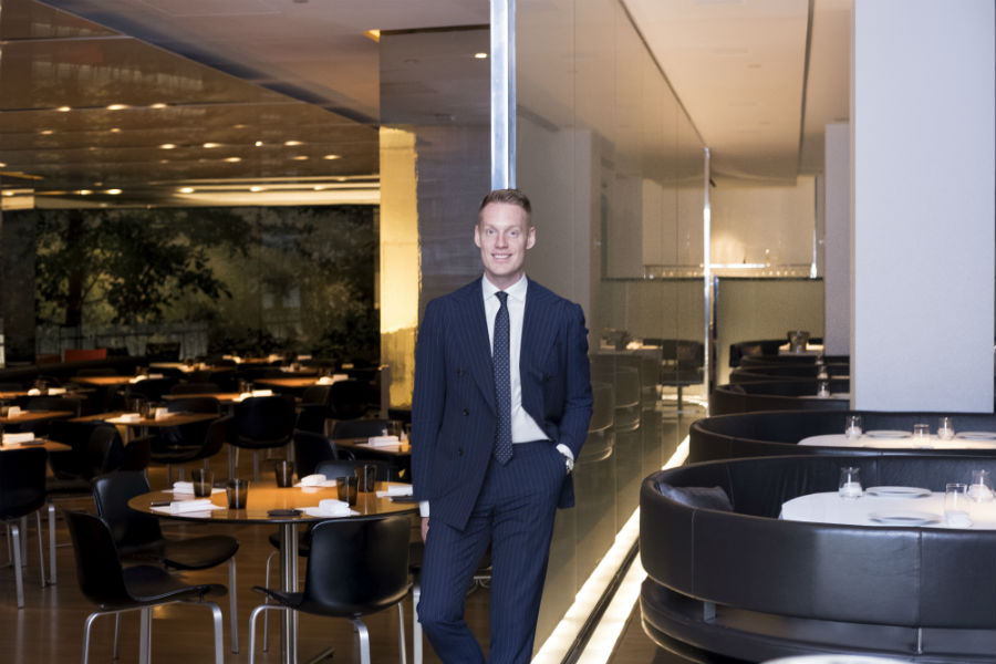 qualities of a good restaurant general manager