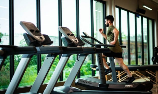 How to Lose Weight Using a Treadmill and Eating Healthy