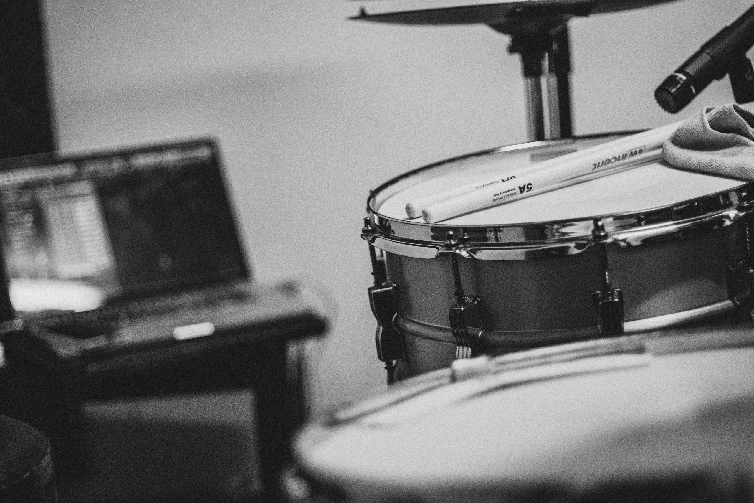 BLACK & WHITE DRUMS IN THE STUDIO