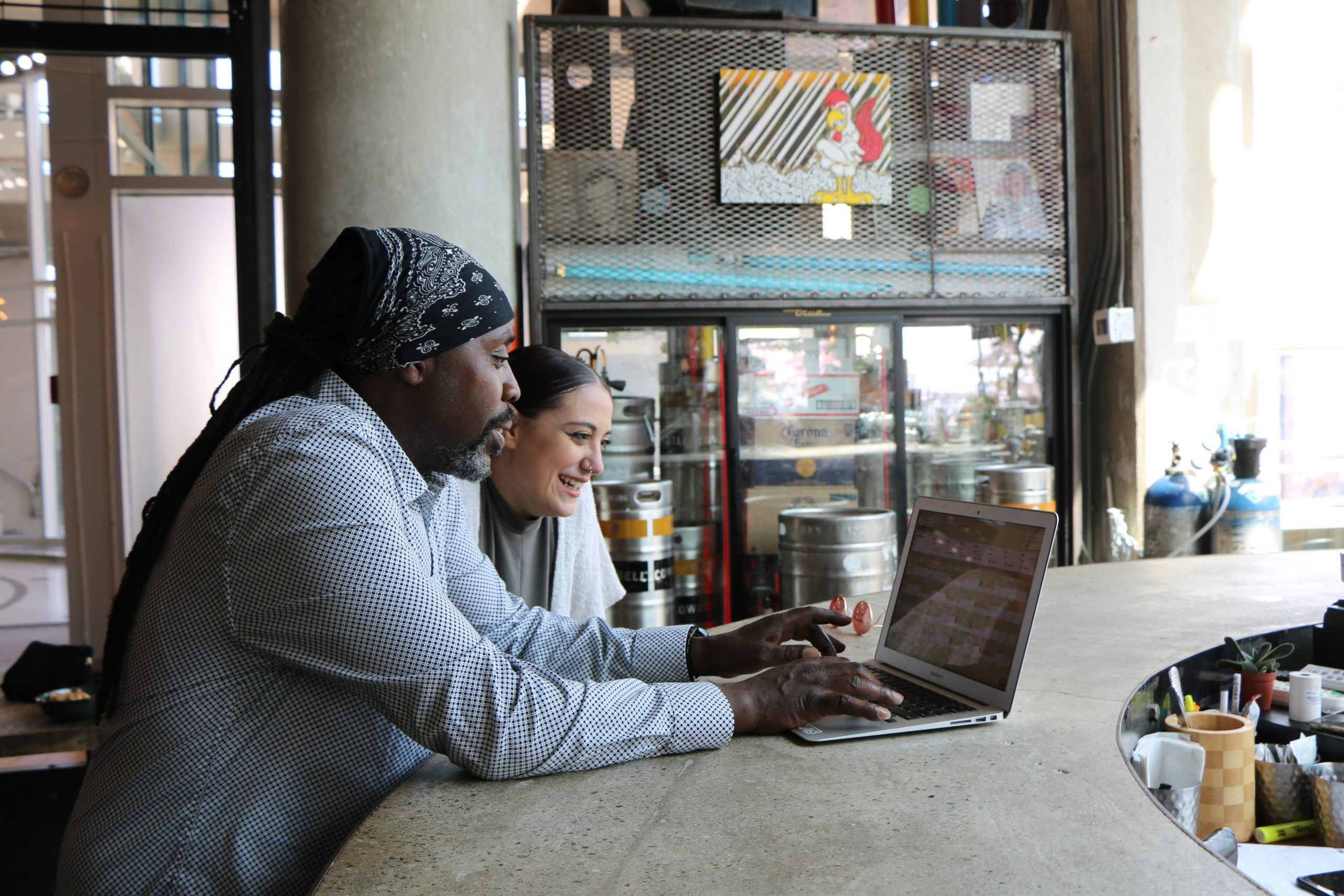 Man and woman on a laptop in a restaurant