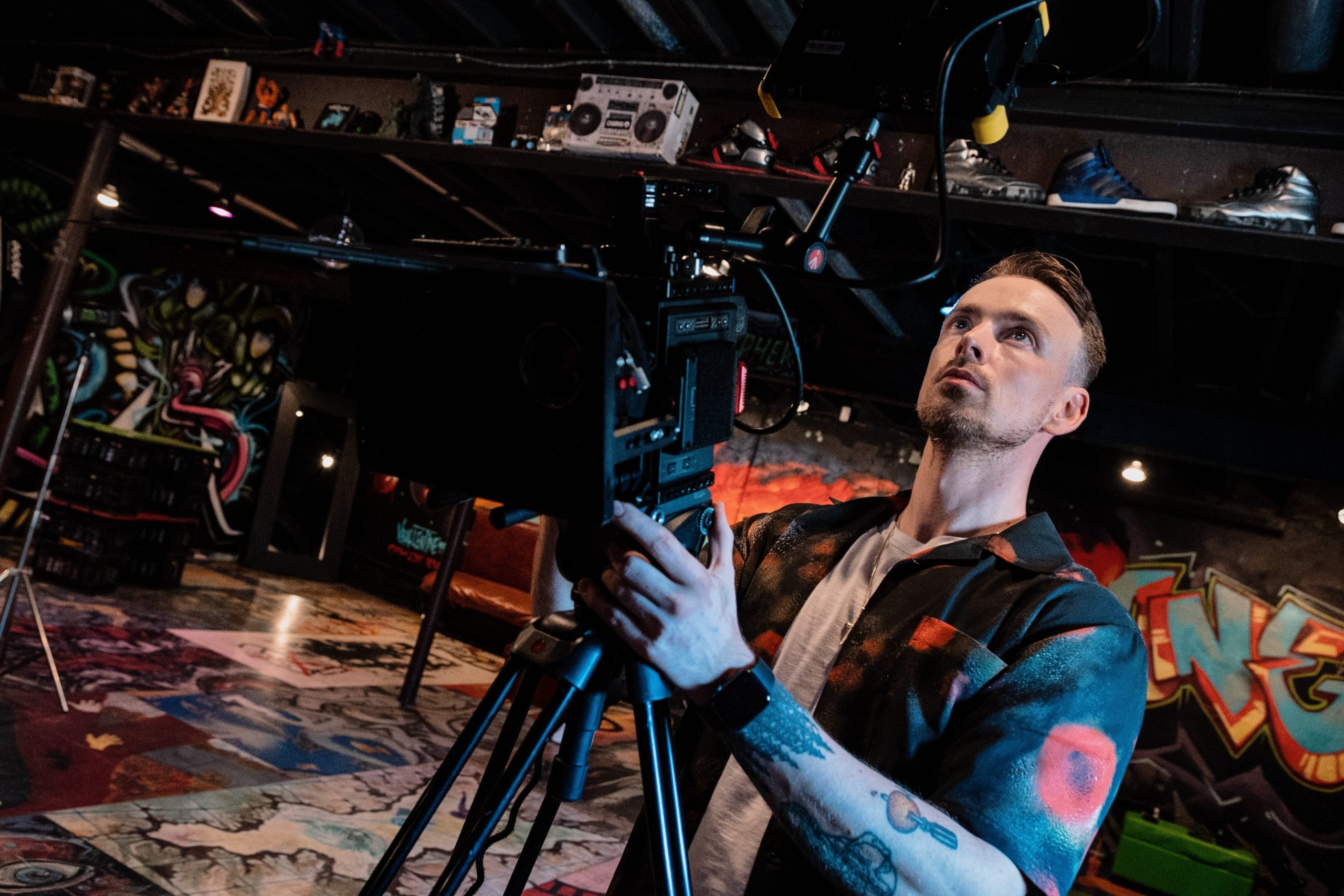 On the set in New York with TY BREEZZYY , for a music video with Gordon Cowie Films.   www.gordoncowie.com