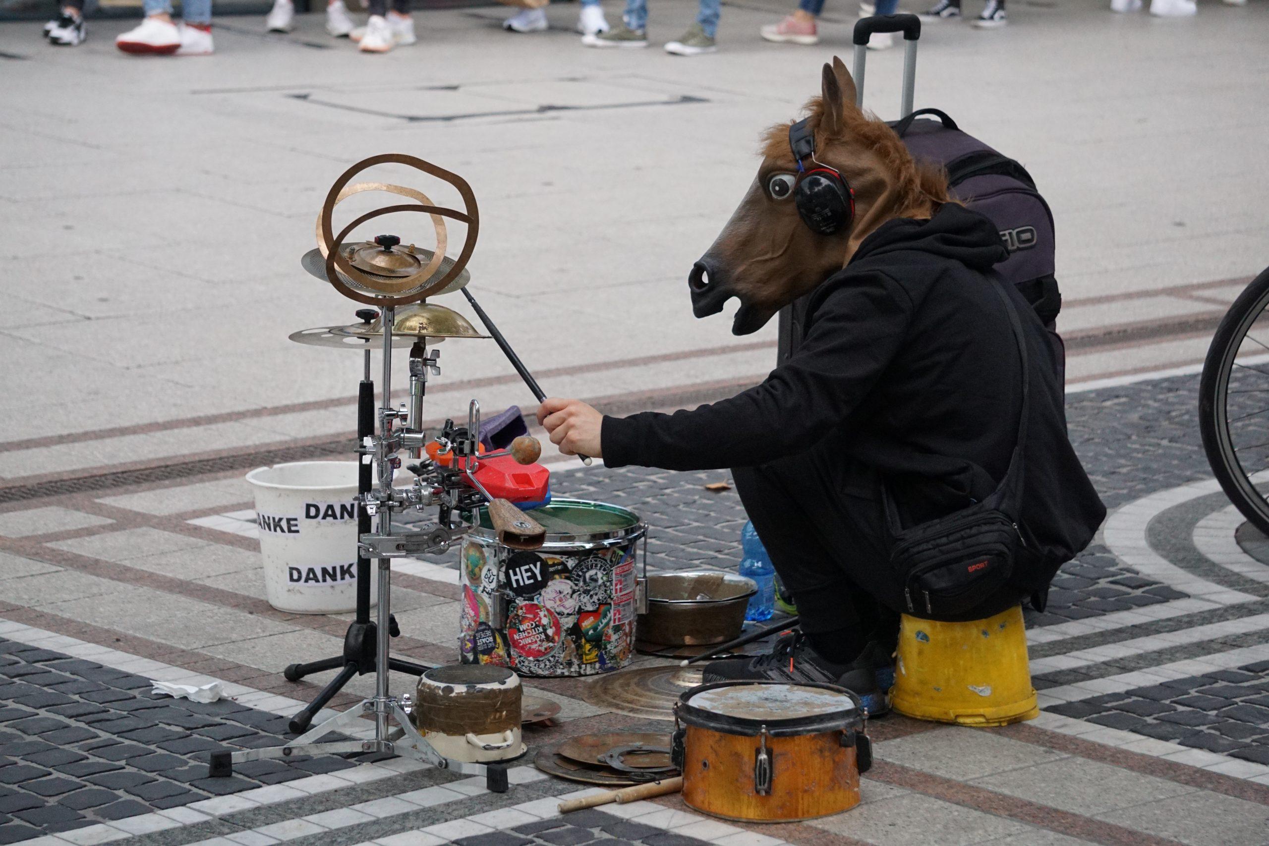 creative drummer on Frankfurt's main shopping street Zeil