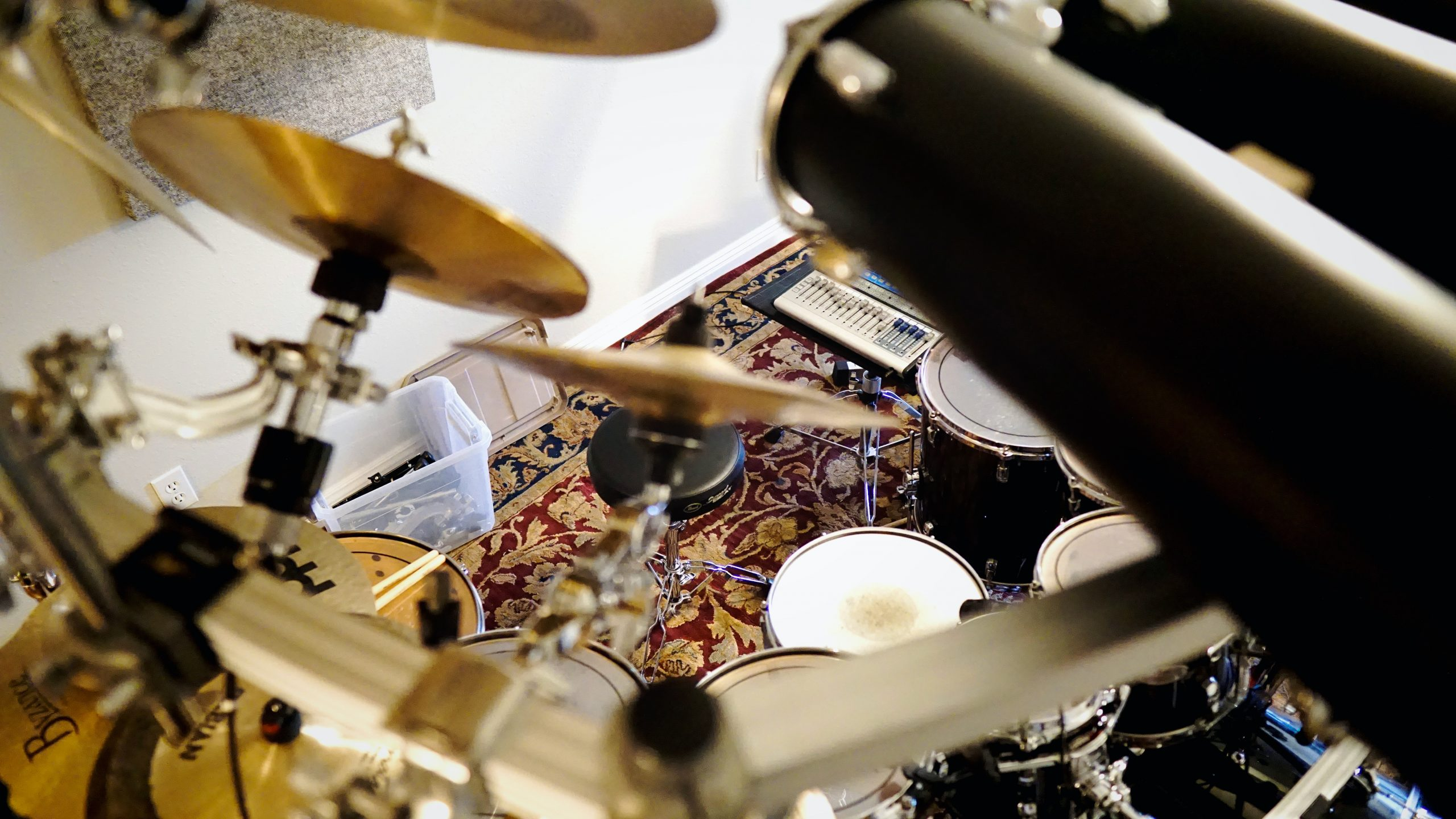 Cymbals out of focus on large drums set.